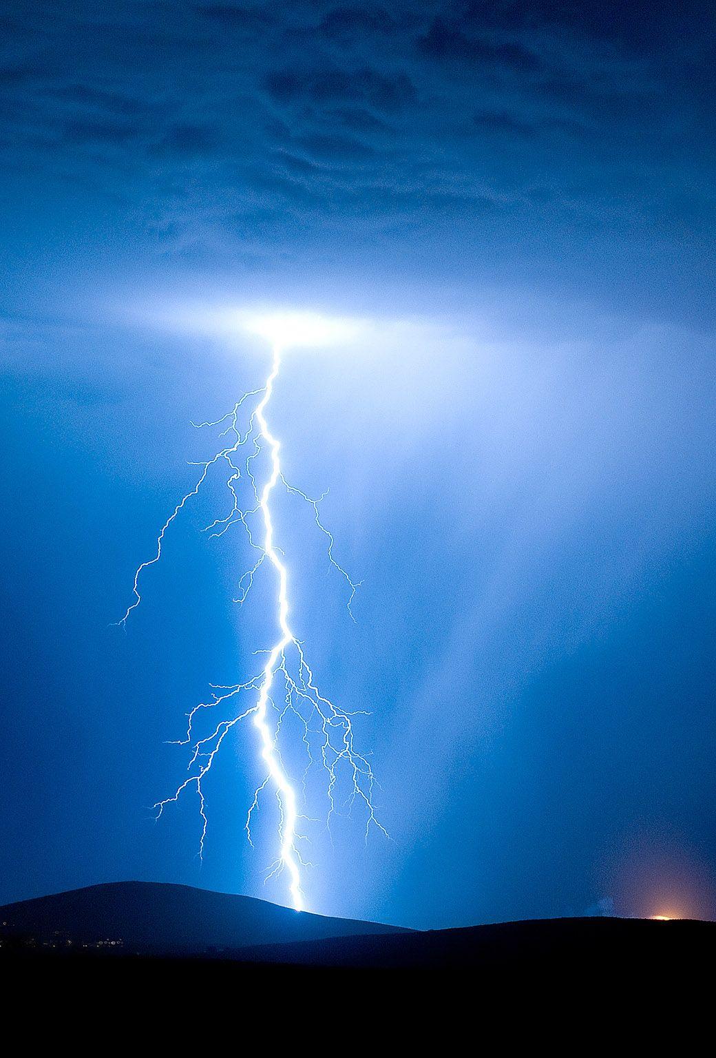 Pin By B Mar On Favorites Thunderbolt Lightning Lightning Ios