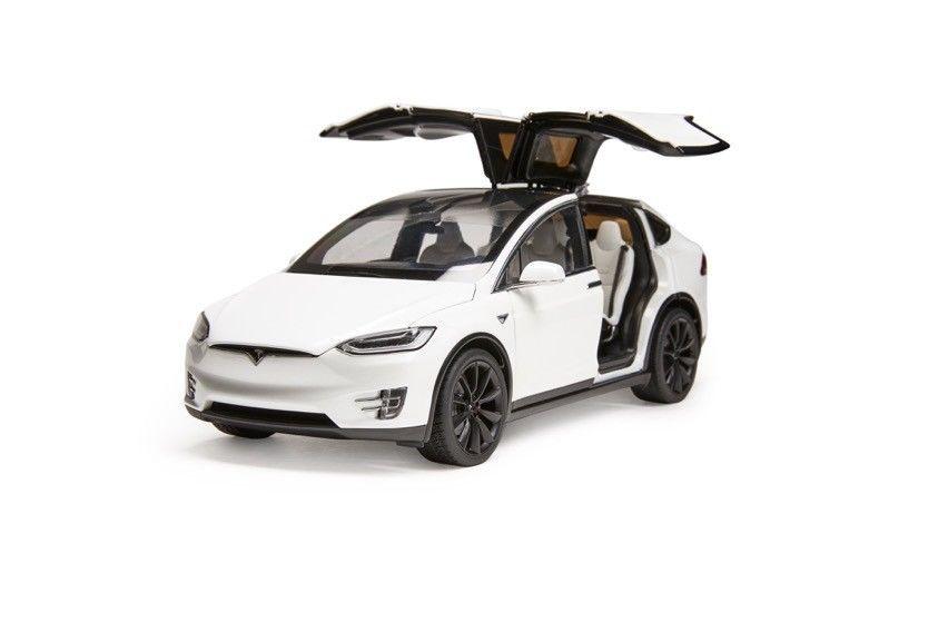 Original Tesla Model X P100d 1 18 Scale Diecast Model Car White Diecast Model Cars Diecast Models Tesla Model X