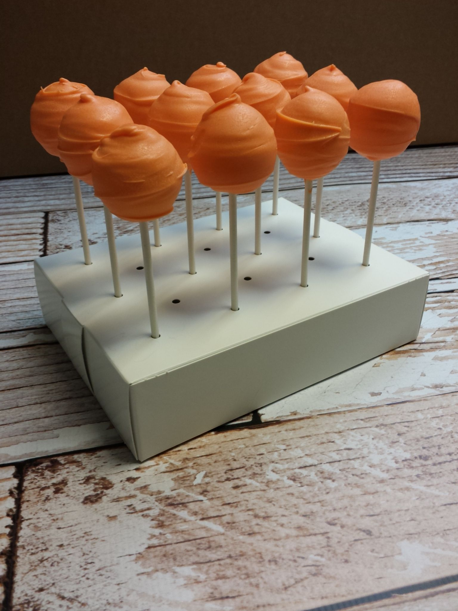 Cake pop box base with 12 cake pops on 6 sticks http