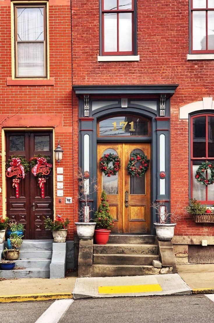35+ Free Stunning Christmas Front Doors Decoration Ideas New 2020 - Page 13 of 35 #christmasdoordecorationsforwork