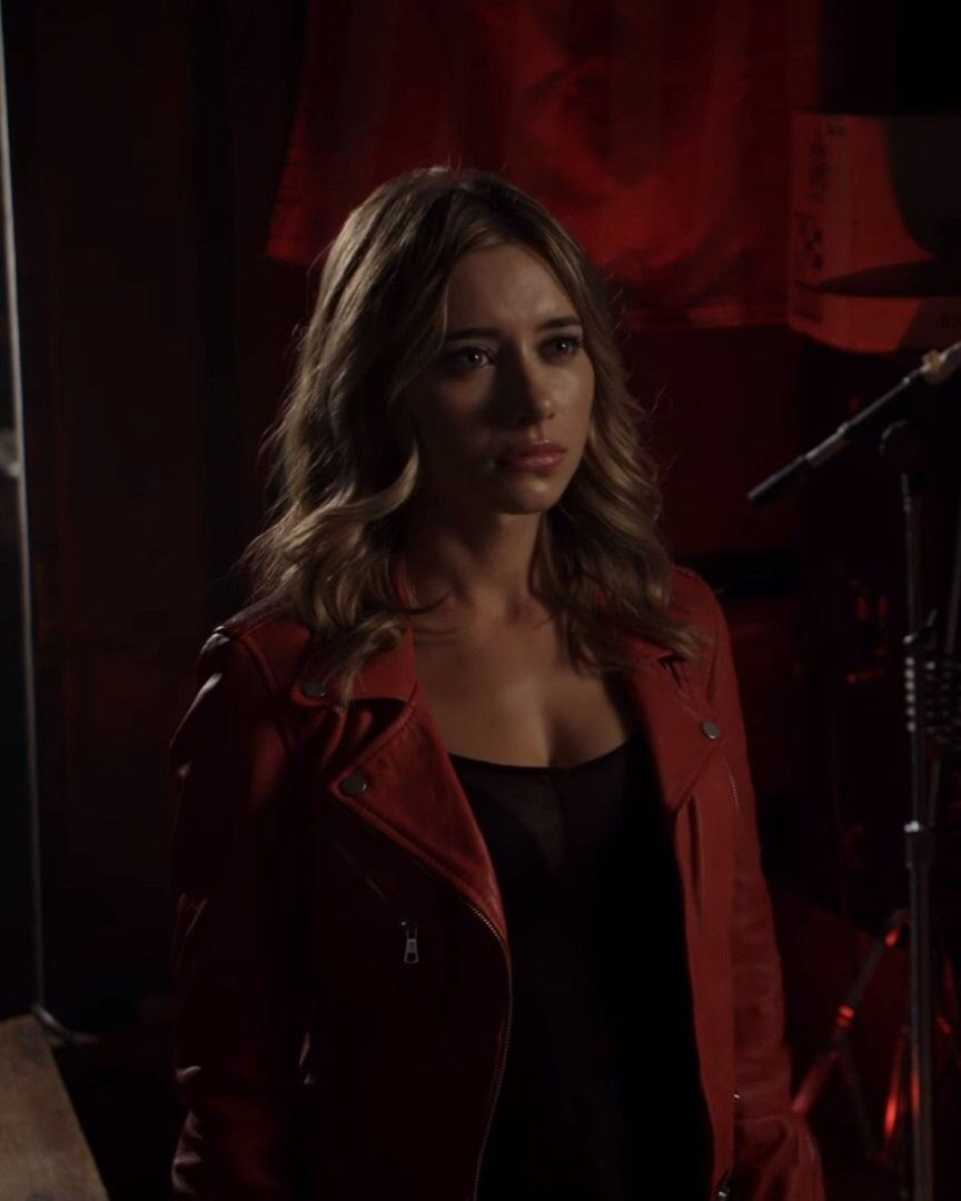 Still of Calista ( Olesya Rulin ) in episode 1 of Powers