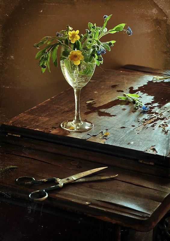 #still #life #photography • photo: с цветами в бокале | photographer: Настя Клюнина | WWW.PHOTODOM.COM