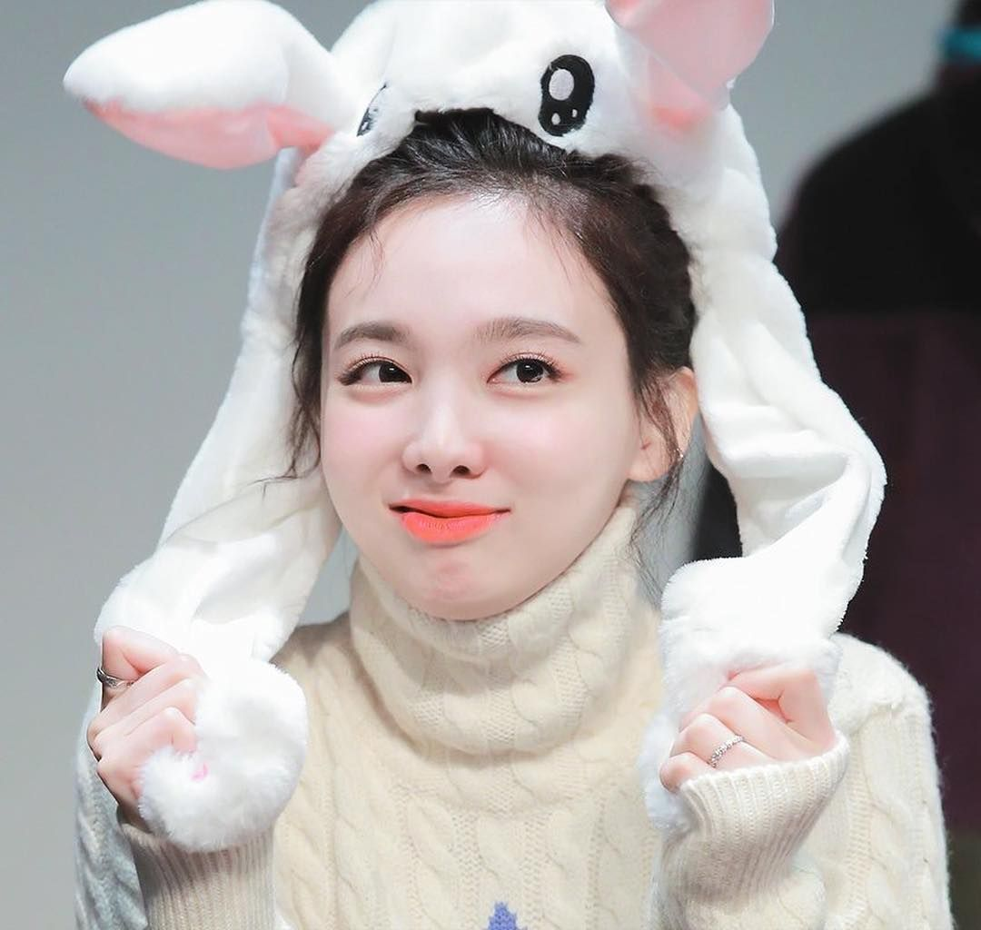 Warning Be Careful U Will Get A Heart Attack Uwu Uwu Bunny Is Backk 181117 Follow Imnayeo Puesta En Escena 20 De Octubre Kpop