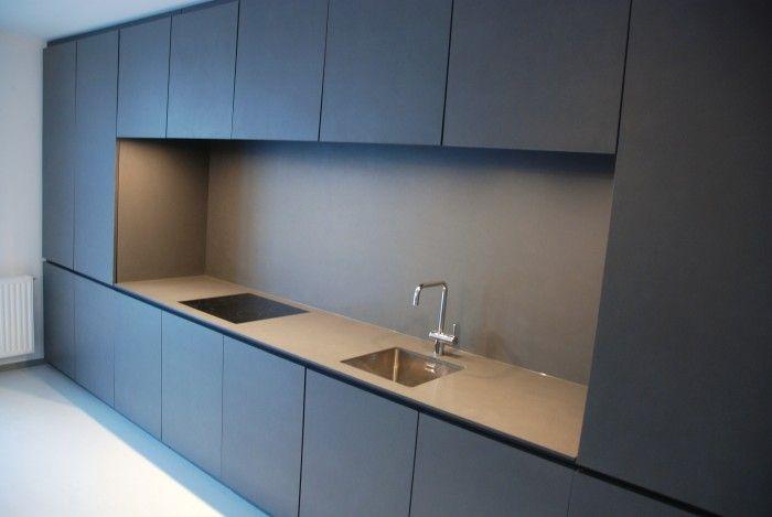 küche in Eternit Anthrazit Ceran und Spüle Flächenbündig
