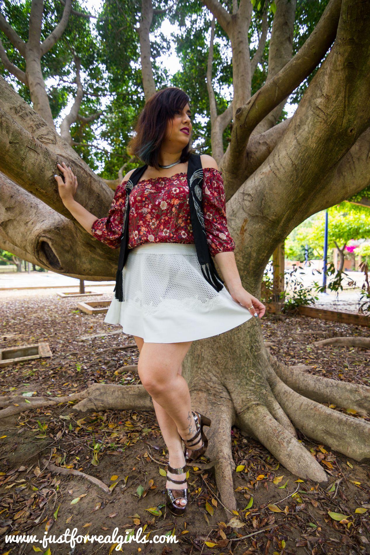 #buenosdías amigos! Está de moda enseñar alguna parte específica del cuerpo! Se lleva enseñar tobillo, abdomen… Pero sobre todo, este verano vamos a ver muchos hombros al aire y clavículas. ¿Queréis ver más? ¡No os perdáis el post de hoy! http://www.justforrealgirls.com/2016/05/hombros-al-aire.html #hombrosalaire #shoulderout #newlook #tdsmoda #justforrealgirls #fashionblogger #bloggerlife #bloggerssevilla #ootd #outfitoftoday
