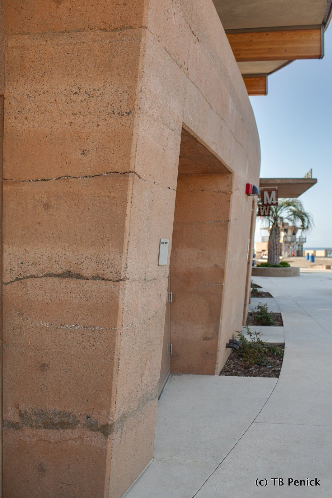 Decorative Concrete Sedimentary Walls Installed By Dcc Member Tb Penick At Moonlight Beach In California Exterior Decorative Concrete Decor Concrete