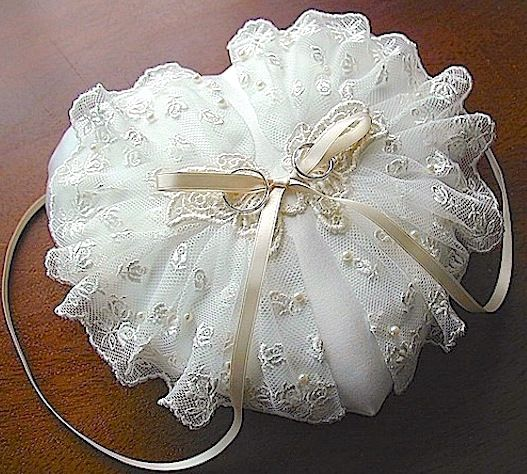 ateliersarah's ring pillow/butterfly-shaped lace