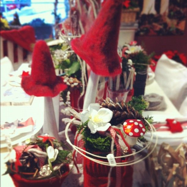 Holiday Tablescapes, Christmas In Germany, Christmas Decorations