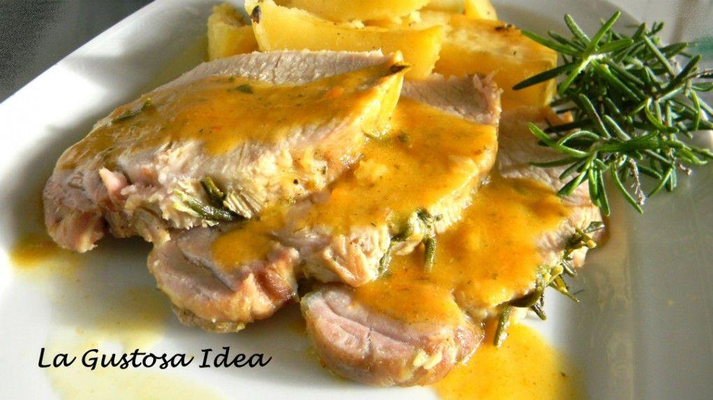 L'arrosto di maiale con patate al forno, è un classico del pranzo di Natale. Accontenta tutti i palati, è facile da preparare e si presenta in modo elegante e raffinato.