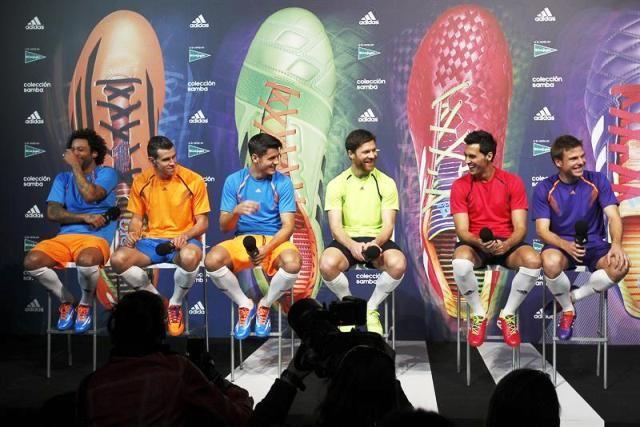 Grandes jugadores en un evento comercial de Adidas