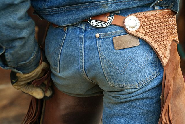 wrangler butts... drive cowgirls nuts! This is just sick! :)