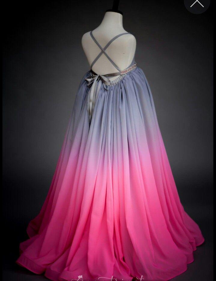 Magnífico Vestido De Fiesta Inspirada Congelada Ilustración ...
