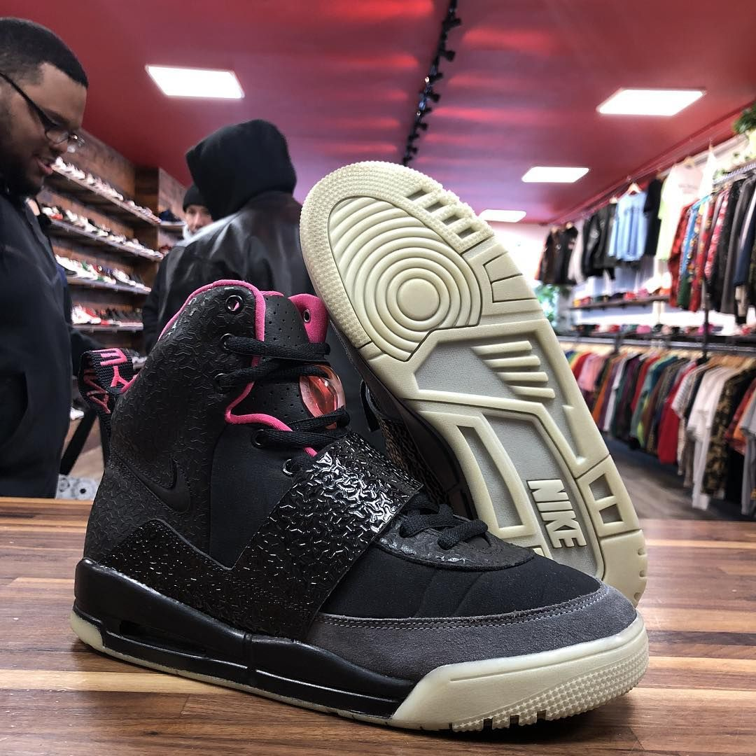 Nike Air Yeezy 1 Blink Sneaker Head Nike Outfits Outfit Shoes