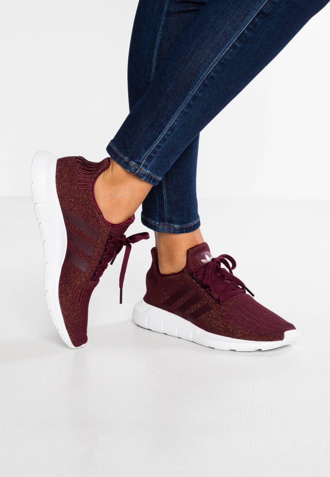 buy online b133b 5253c adidas Originals. SWIFT RUN - Baskets basses - maroonfootwear white.  Semelle de propretétextile. Semelle dusurematière synthétique.