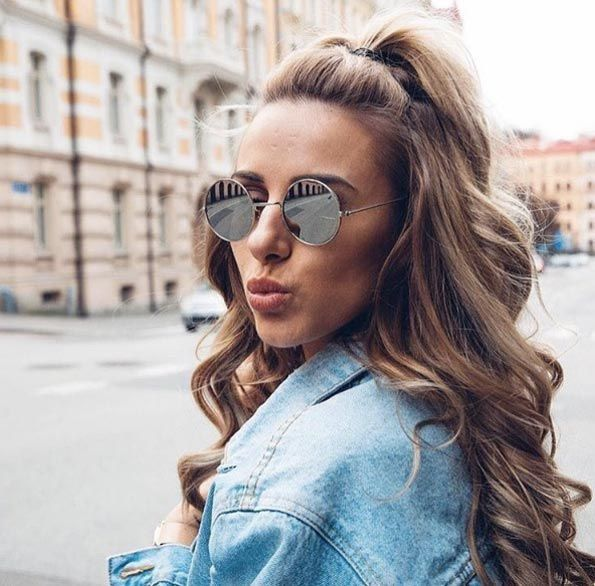 Quick And Easy Half Up Half Down Hairstyles Long Hair Styles Medium Hair Styles Half Ponytail