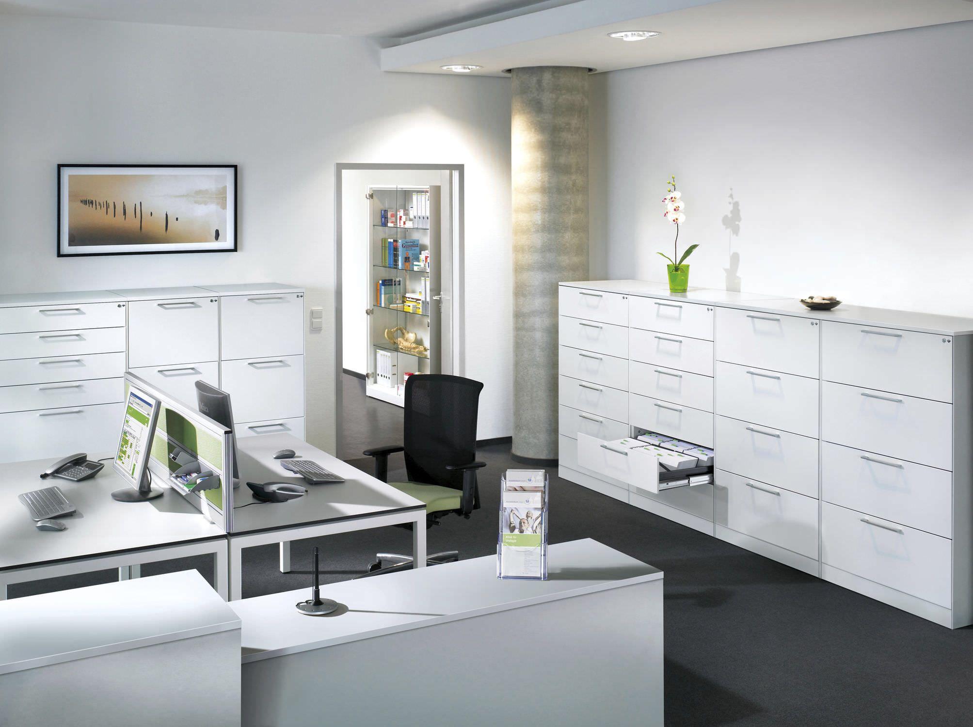 Modernes Komplettburo Mit Arbeitsplatzen Und Ablage Gerne Planen