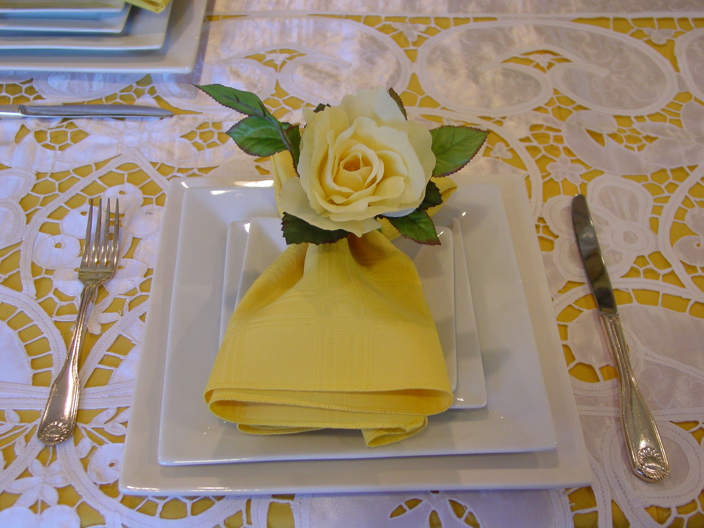 Yellow And Lace Linen With White Square Charger Plates