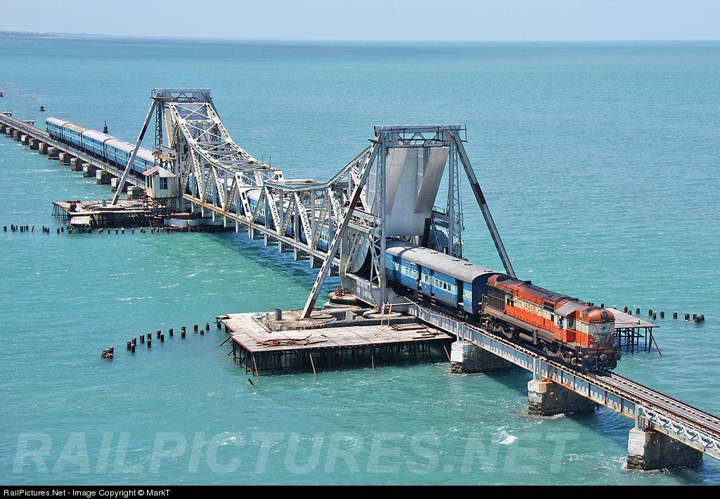 Photo 14048 Indian Railways DLW WDM3A at