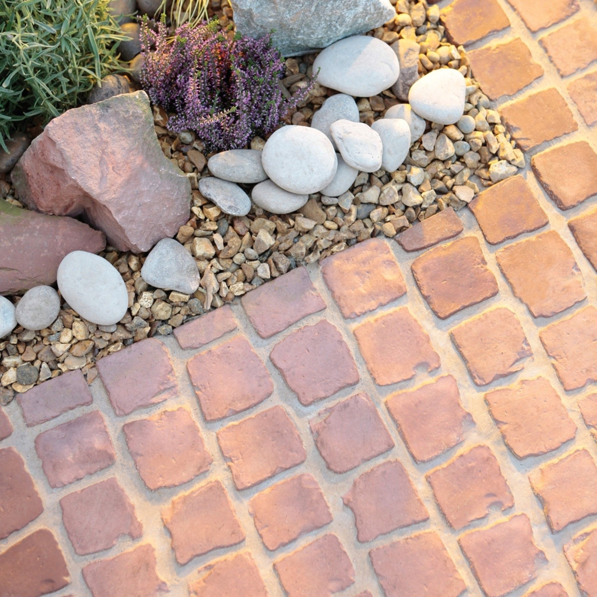 Stoneflair by bradstone carpet stones rustic red cobble for Gartengestaltung jaspers