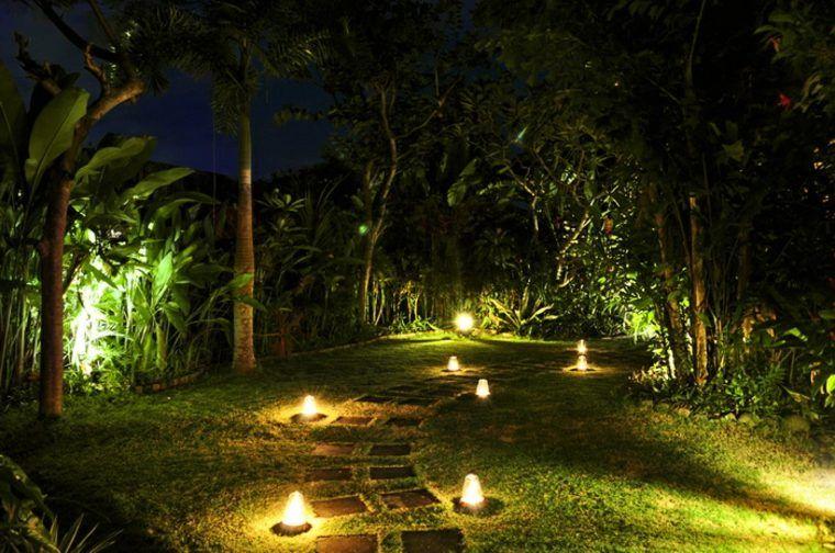 Idee D Eclairage De L Allee De Jardin Garden Lighting Design Outdoor Lighting Amazing Gardens