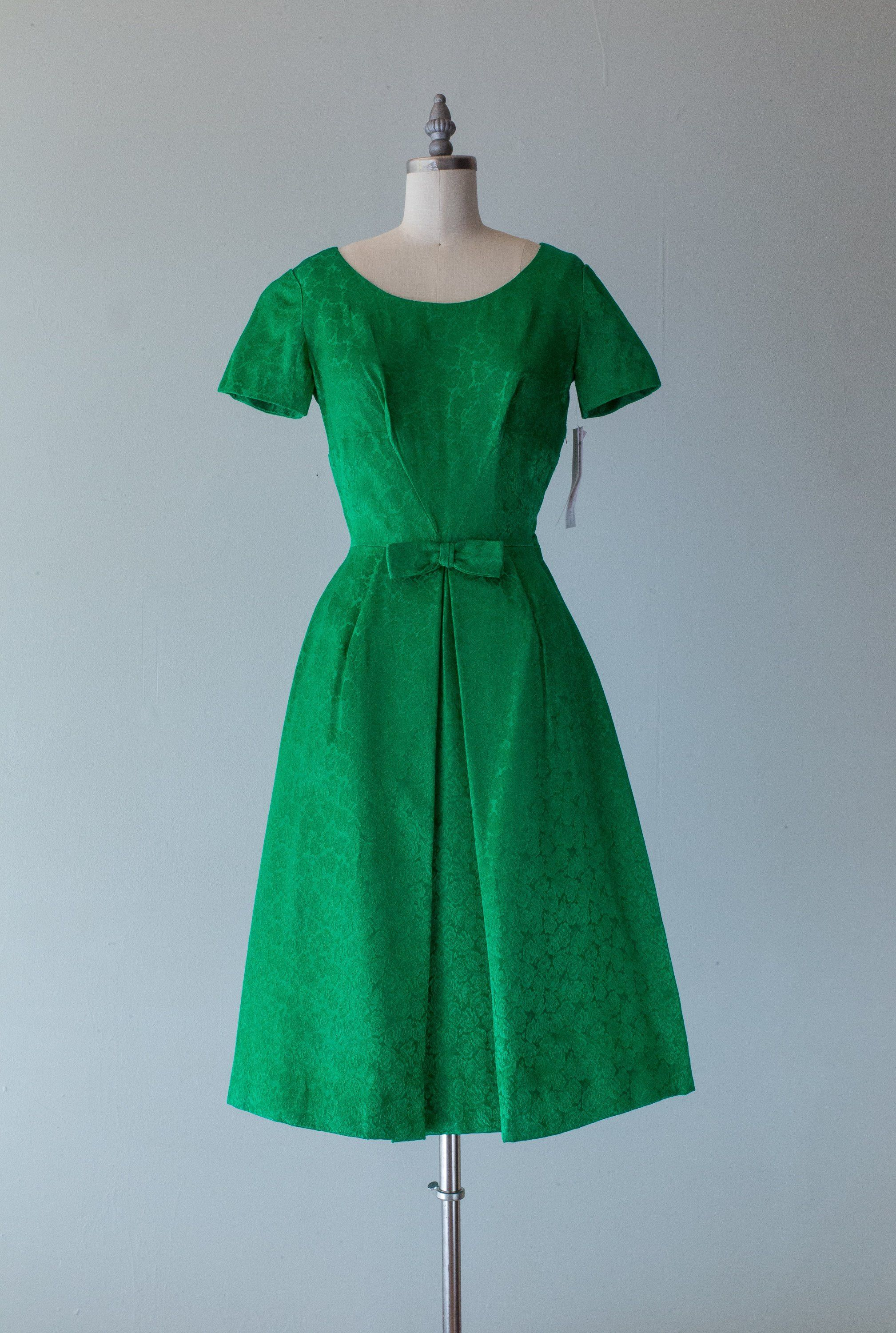 Vintage 1960s Dress 60s Emerald Green Holiday Party Dress In Etsy Vintage Dresses 1960s Vintage Dresses Vintage Clothing Boutique [ 3000 x 2017 Pixel ]