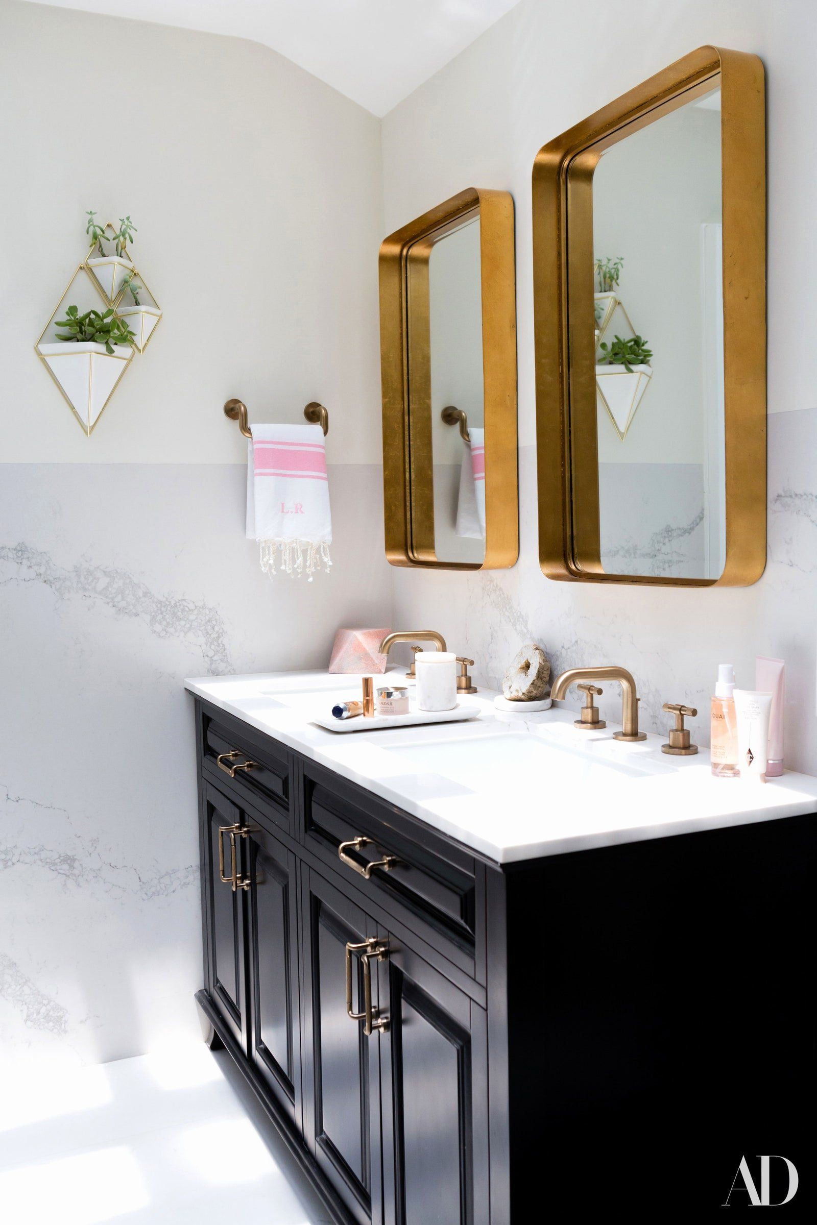 Small Bathroom Mirror Ideas Inspirational Bathroom Mirror Designs India Kumpalorkersydnorhistoric In 2020 Elegant Bathroom Large Bathroom Mirrors Bathroom Decor