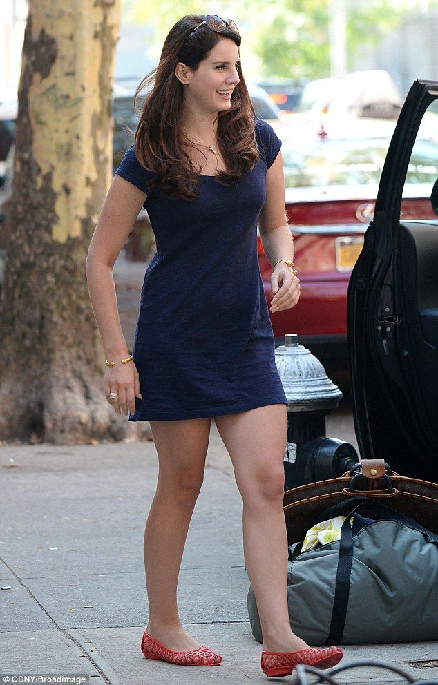lana del rey shows off her shapely legs in tight mini-dress