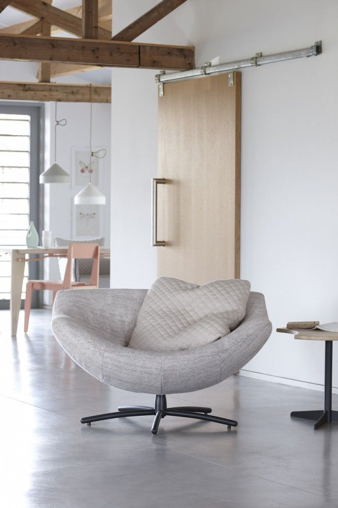 design met naturel tinten fauteuil gigi gerard van den berg