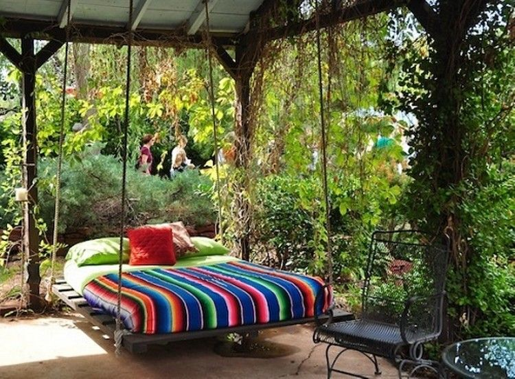 Swing Bed Made From Wooden Pallets With Images Outdoor Beds