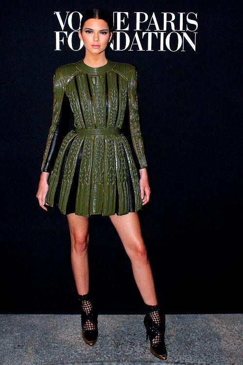 e0f4e6b390e Kylie Jenner in Balmain - Vogue Foundation Gala | Things to Wear ...