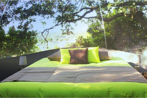 Dormir Dans Une Bulle Transparente Maisons Bulles A Pont Saint Esprit Dans Le Gard Outdoor Bed Architect Outdoor Decor