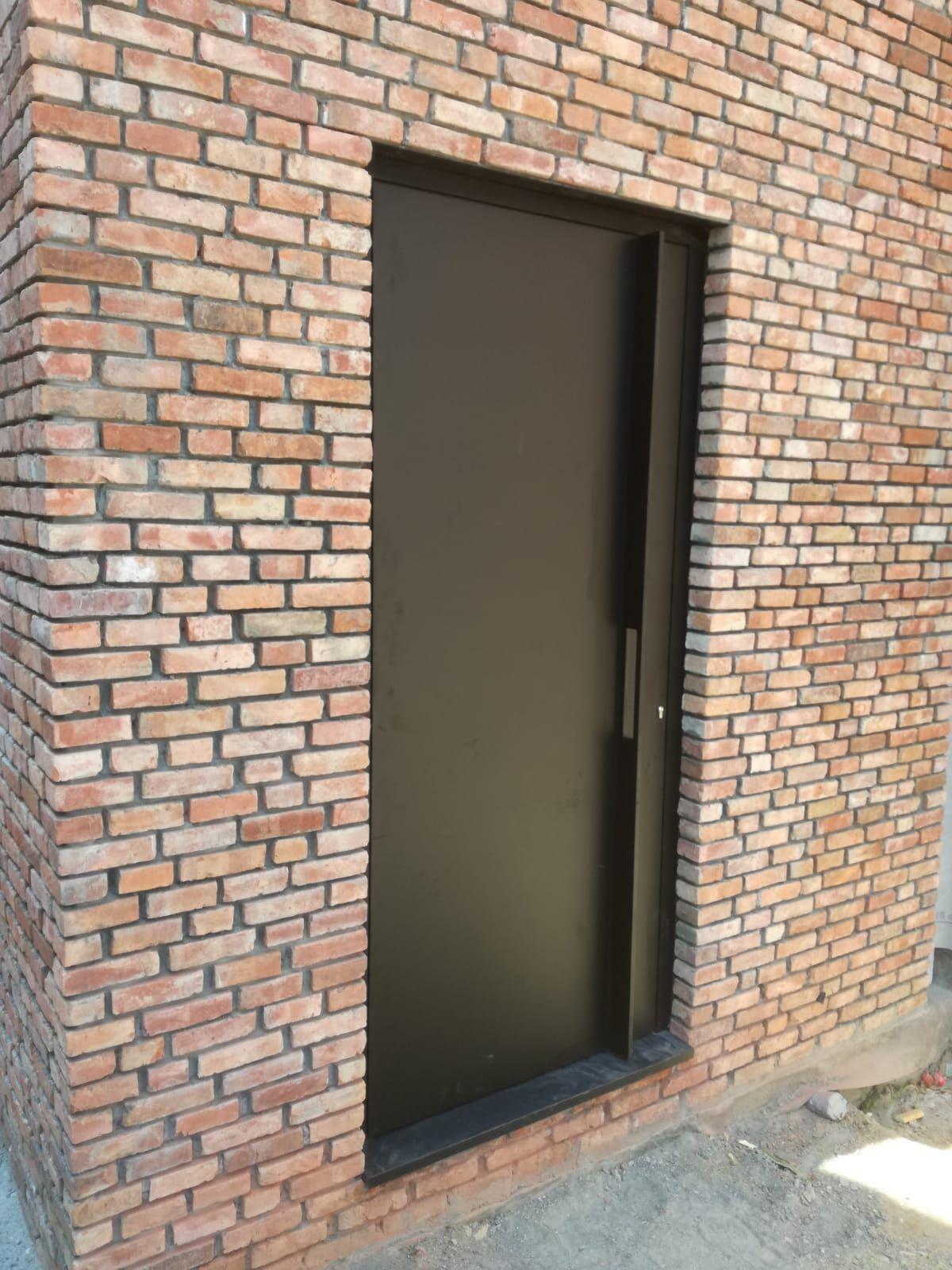 Aluminium voordeur modern te Mechelen ral 7021 Voordeur