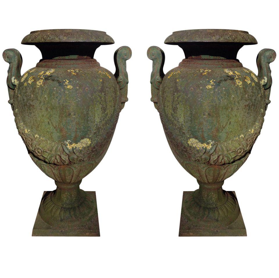1stdibs A Pair Of 19th Century Green Painted And Weathered Cast Iron Garden Urns Garden Urns Urn Garden Elements