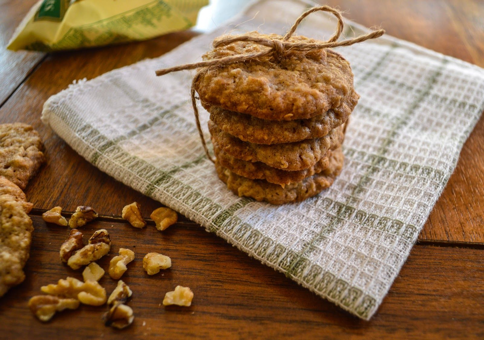Virtually Homemade: Lacey Oatmeal Cookies with Butterscotch and Walnuts