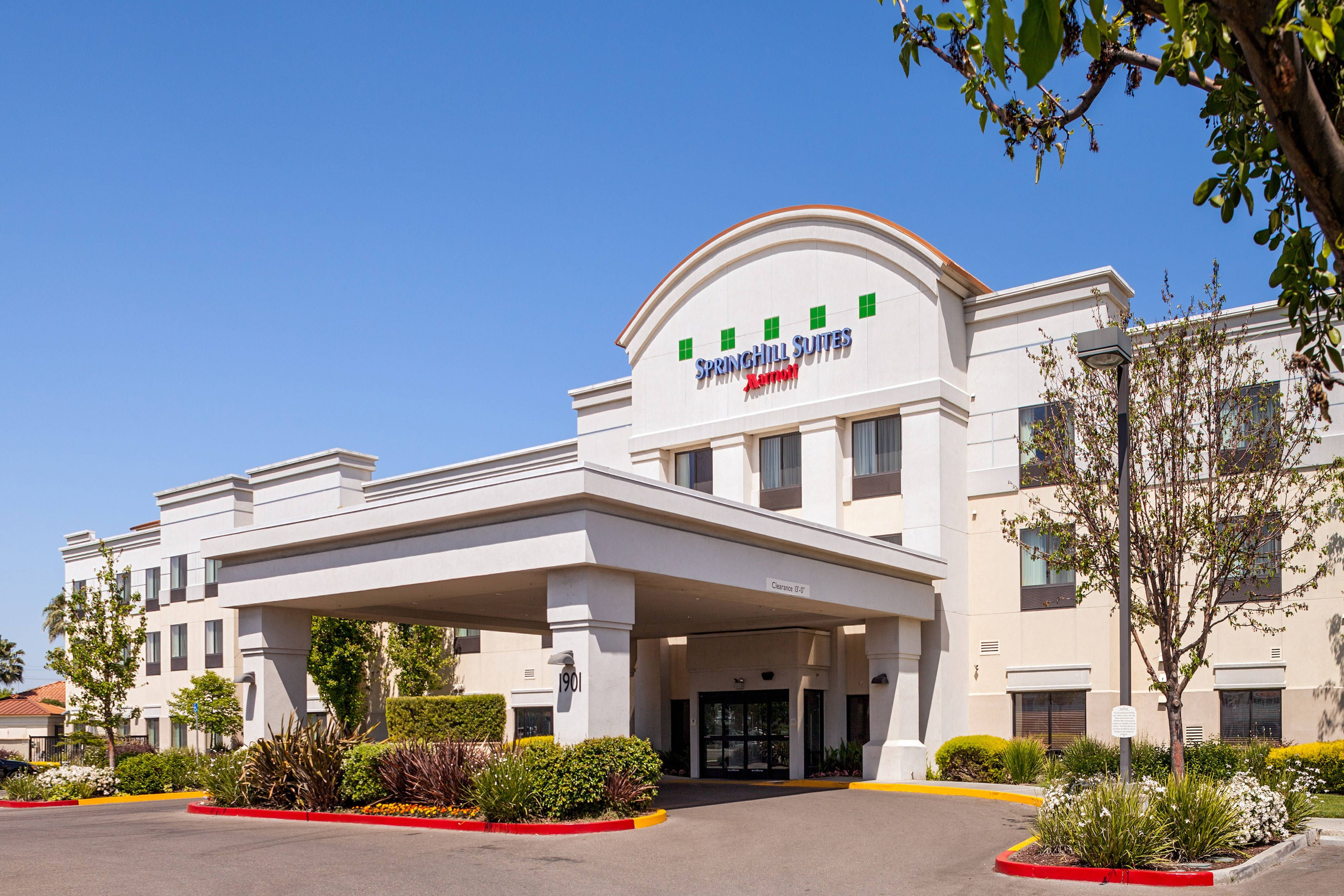 Springhill Suites Modesto Entrance Comfort Guestroom Hotels Springhill Suites House Styles