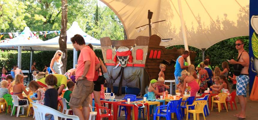Mini Club Camping Bella Italia מועדון ילדים Met Afbeeldingen