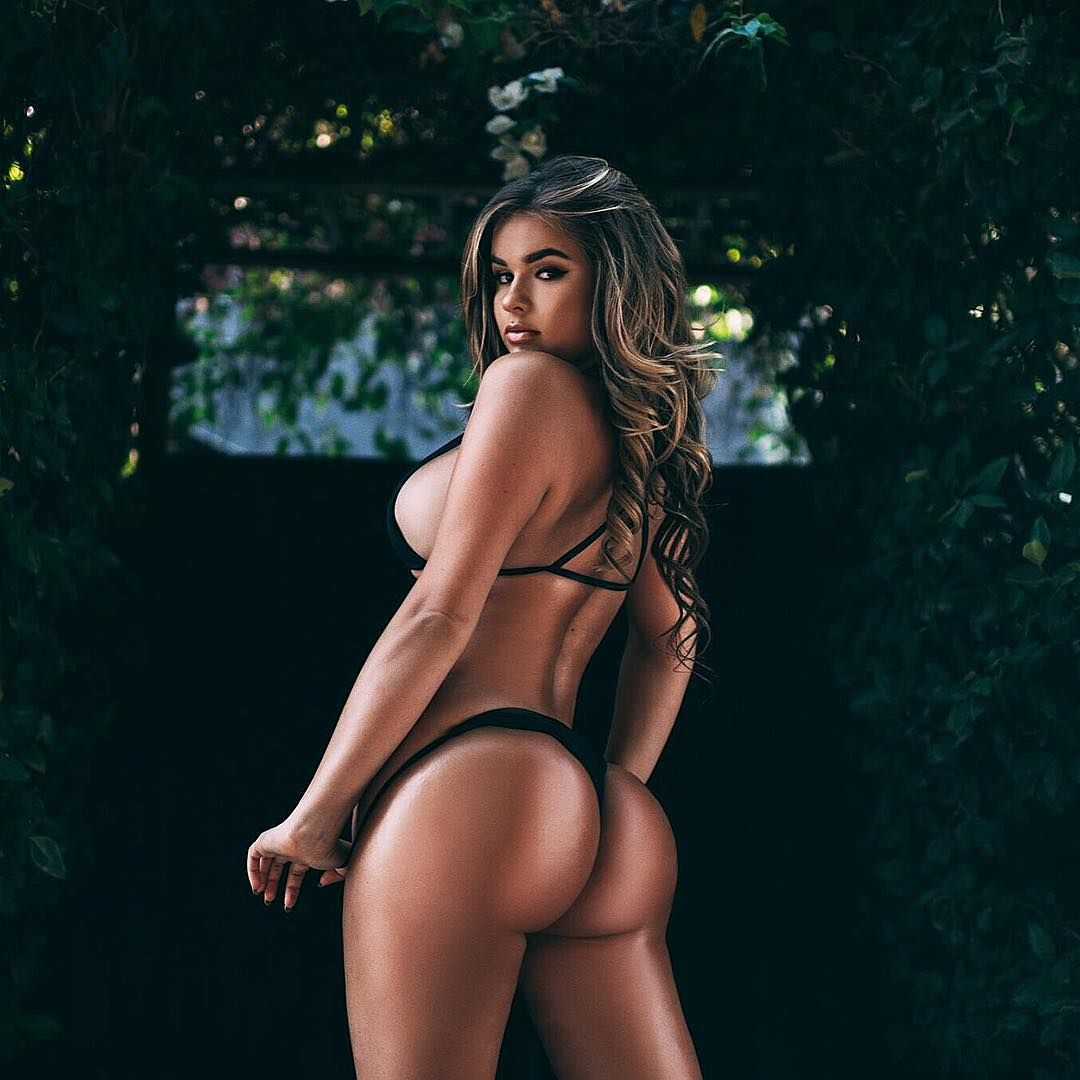 hot-ass-bikini-babes-pics
