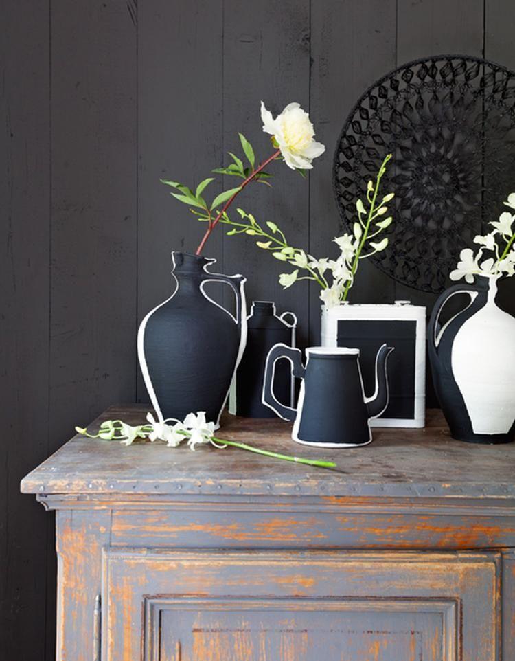 Sehe dir das Foto von MotherArt mit dem Titel Cooles Stilleben zum Selbermachen. Alte Vasen erst einmal weiß bemalen und dann entlang der Kontur mit schwarz übermalen. Sieht echt cool aus! und andere inspirierende Bilder auf Spaaz.de an.