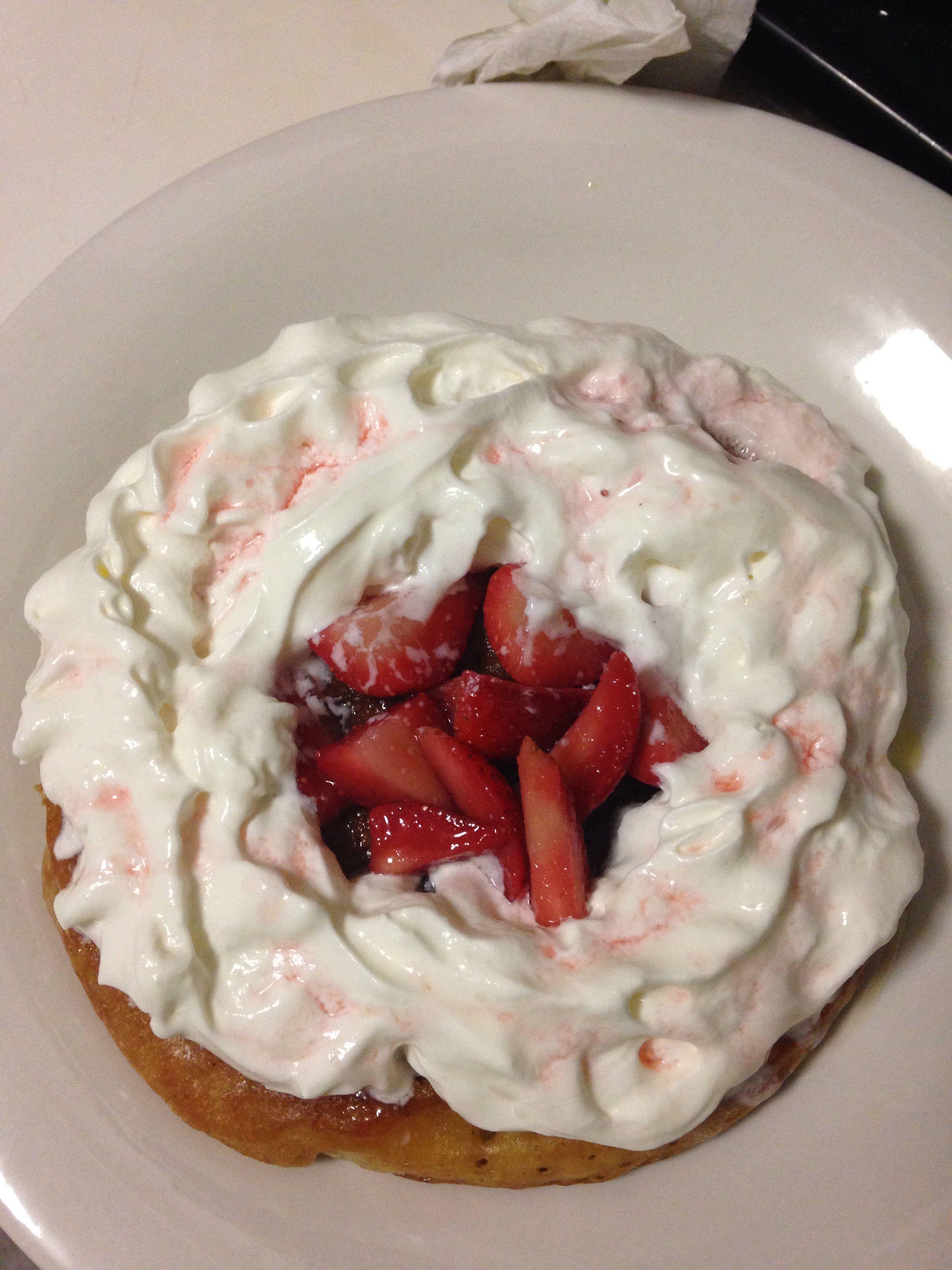 Vanilla cinnamon pancake topped with fresh strawberries