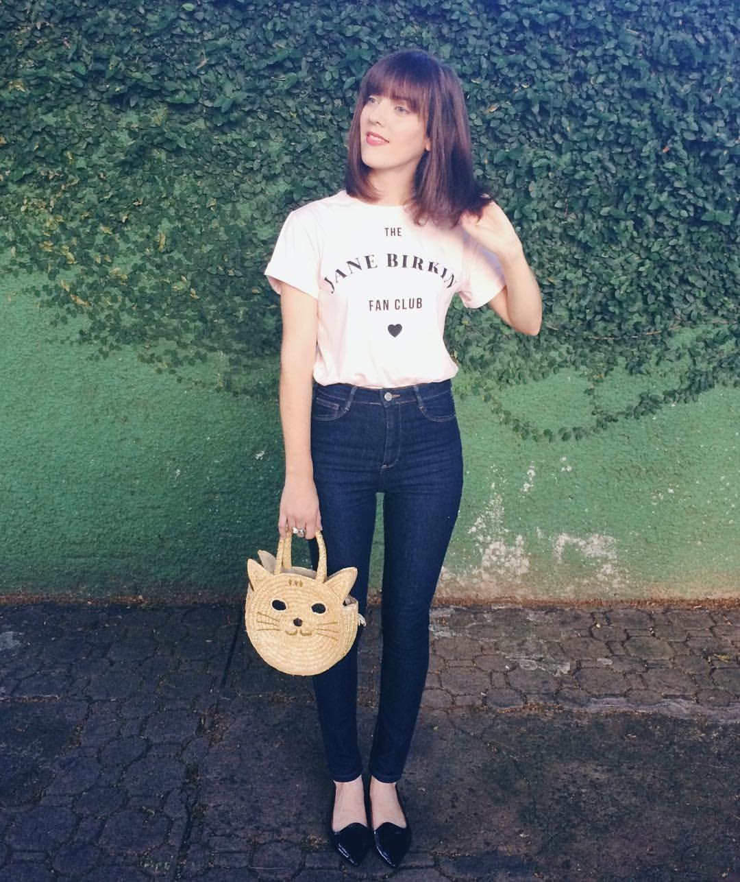 Lilian Larrañaga - Look do sábado ✨✨ #ootd #lookoftheday #janebirkin #retrogirl #vintagegirl #retrostyle #retrofashion #tshirt #catbag #jeans #lookdodia