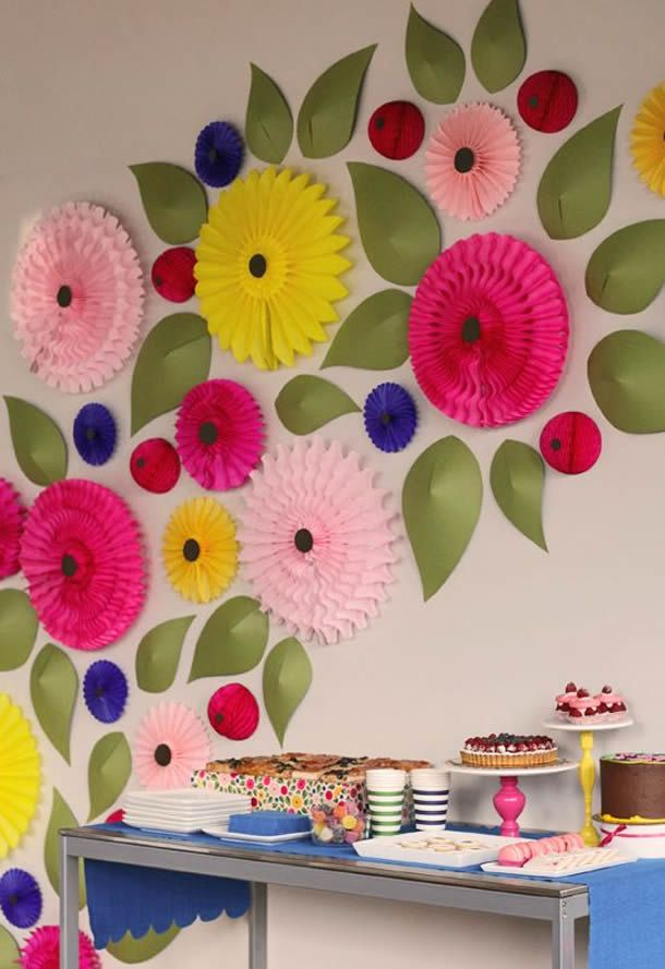Mural Com Flores De Papel Crepom