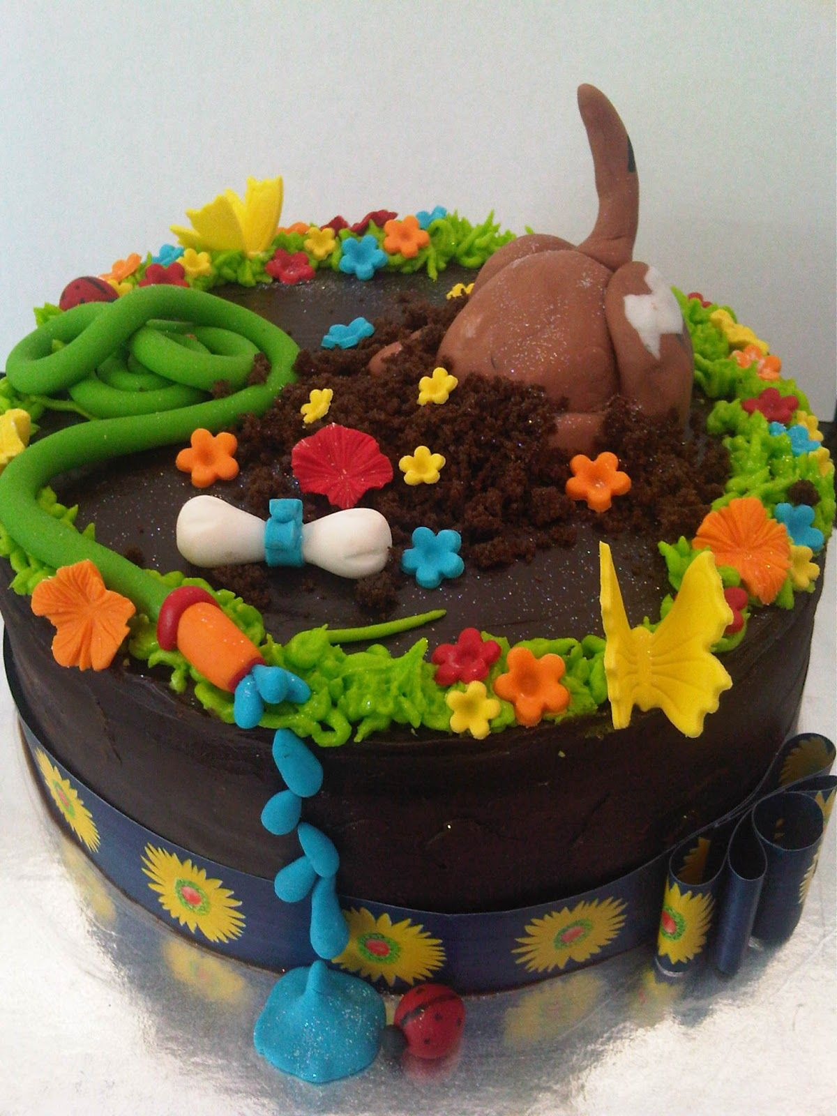 to Just Iced Dog digging cake! Puppy cake