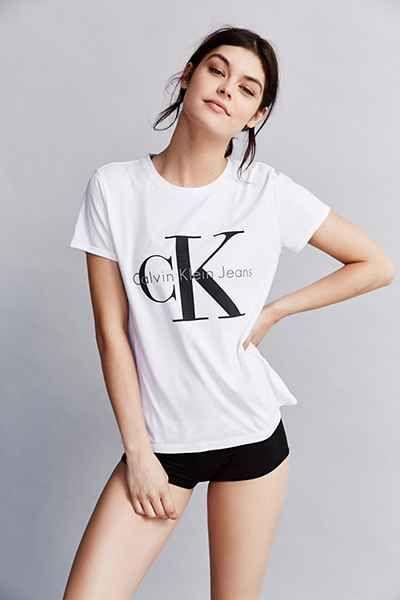 ef337f6e00c3d5 Calvin Klein Tee Shirt | Want | Calvin klein outfits, Calvin klein ...