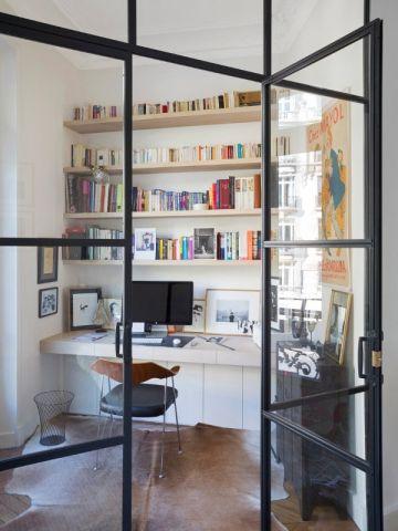 Une verrière industrielle pour créer un coin bureau dans un séjour