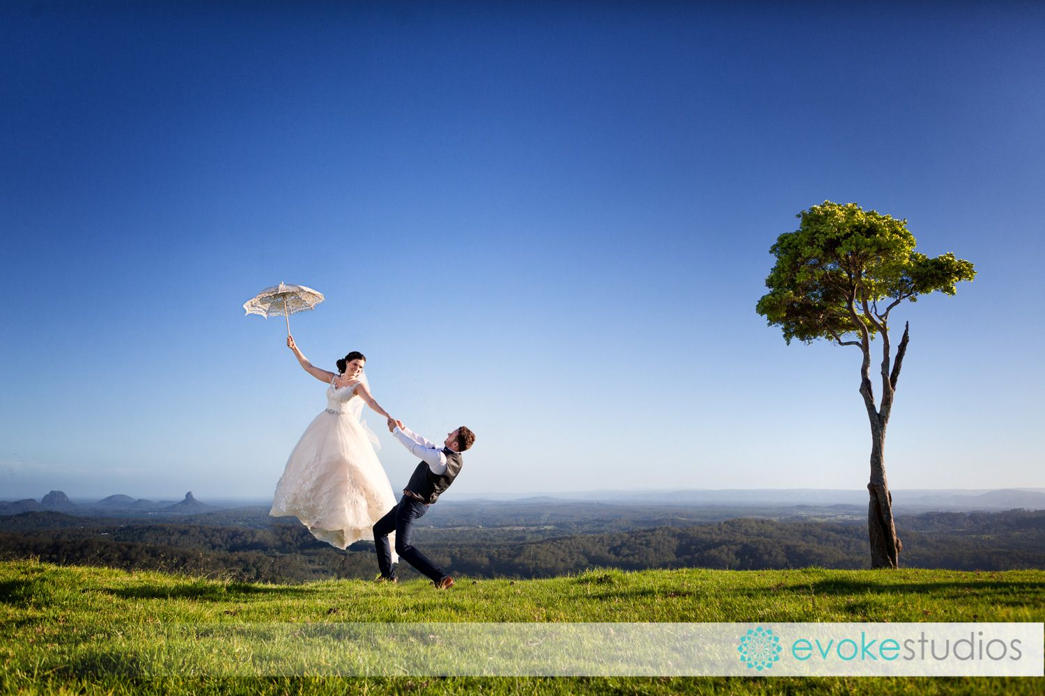 Fly Away Bride At One Tree Hill Maleny