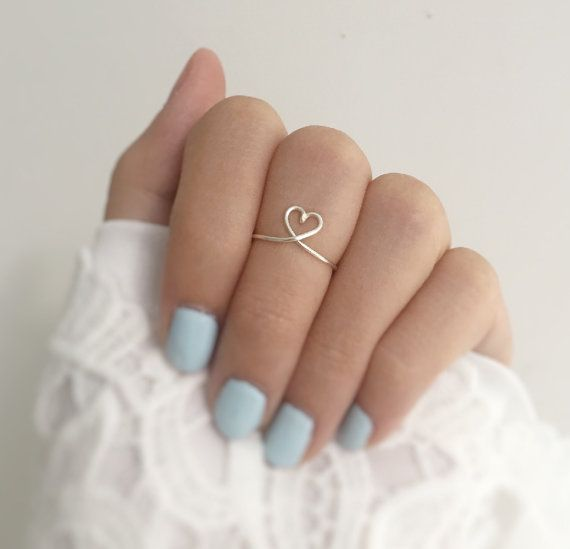 This is a dainty Silver Heart Knuckle Ring. It is made out of Tarnish Resistant Silver Plated Wire. It is hammered for strength! This listing includes one handmade knuckle ring. *Your knuckle ring size is 3 sizes smaller than your regular ring size  Custom Made: Please let me know your knuckle ring size :) If no ring size is specified, a standard size 4 will be sent. Don't know the size of your ring, have no fear! 1. Wrap a piece of string around your finger 2. Measure the string against a ru...