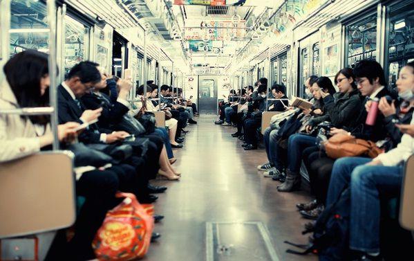 Những nguyên tắc đi tàu điện ngầm khi du học Nhật Bản