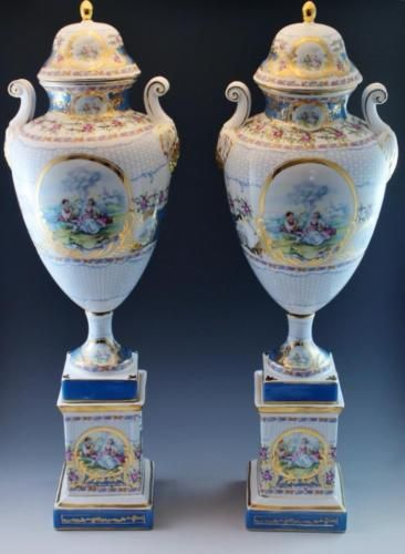 Pair Stately Vintage Limoges China Porcelain Covered Urns w/ Pedestal Bases NoRe https://t.co/TZDKaaNsyv https://t.co/UoFOOwJnPa
