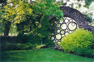 Love the look of this moon gate..now if I can only find a yard to put it in..lol