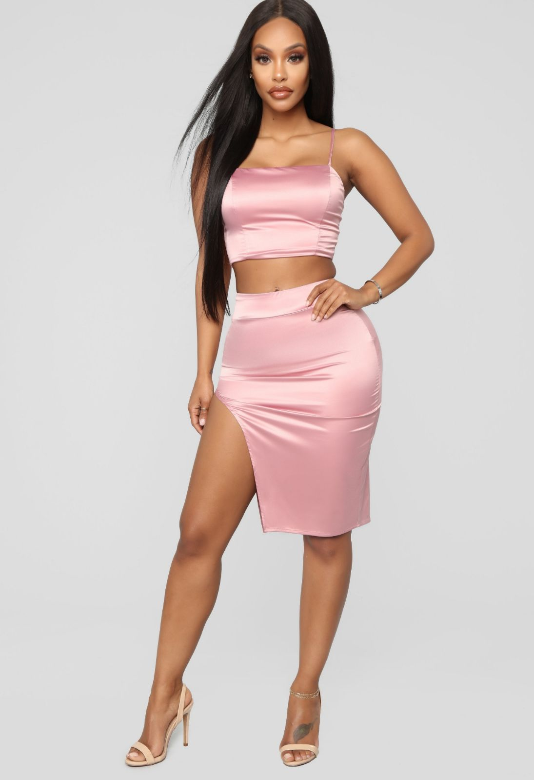 Two Piece Skirt Set This Fashion Nova Two Piece Set Is Perfect For A Nice Night Out On The Town Hugs And Holds You Perfectly In A Satin Skirt Skirts Fashion